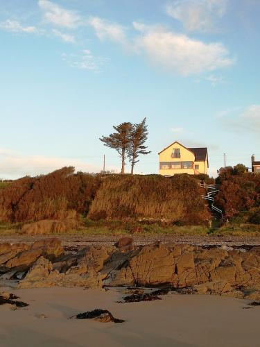 Seacrest: Stunning seafront property with private beach access