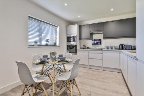 Modern, Cosy & Convenient 3 bed 2 bath House WiFi Parking