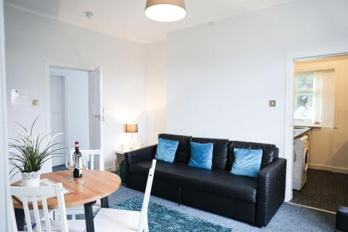 Glasgow, 3 Bed Flat with Free street parking