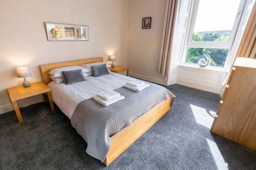 ? Bright, 2 Bedroom West End Apartment ?