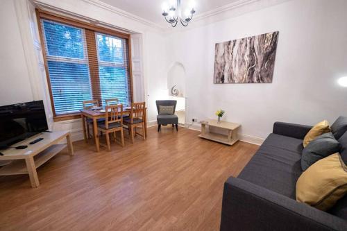 ? Spacious 2 Bed flat, Close to University ?