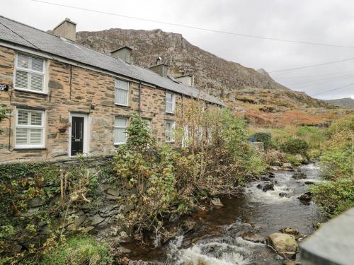 3 Barlwyd Terrace