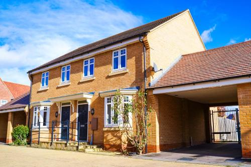 Self-Contained New Build Executive House with Secure Parking
