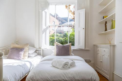 Amazing 5 Bed Victorian House - Clarence House