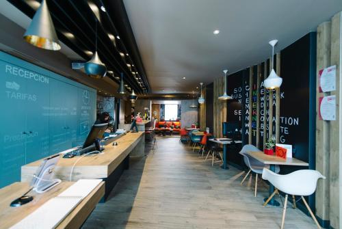 Un restaurante o sitio para comer en Ibis Madrid Centro