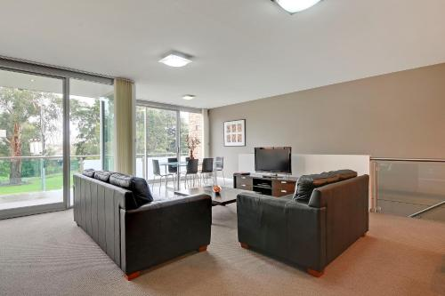 A seating area at Traralgon Serviced Apartments