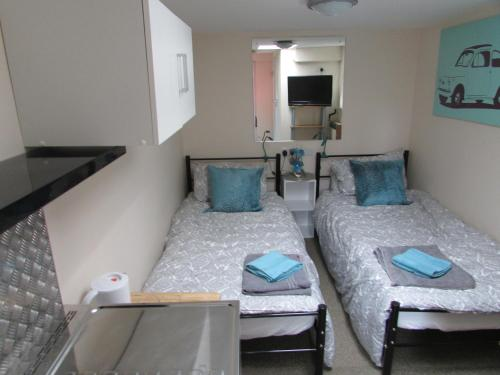 Independent two bed en-suite annex, close to city