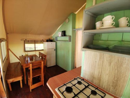 A kitchen or kitchenette at Sunflower Camping