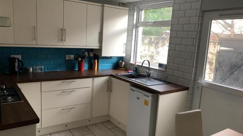 Anfield House 3 Bedroom House 2 Mins from Anfield Stadium Sleeps 7