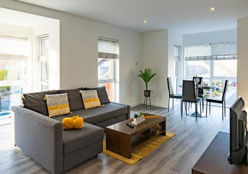 OnPoint Apartments - Luxurious And Modern 2 Bedroom Apt Kennet Island!