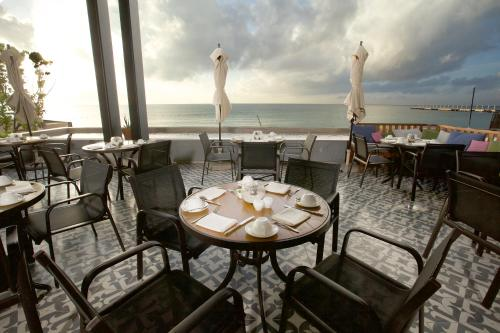 A restaurant or other place to eat at Grand Hyatt Playa del Carmen Resort