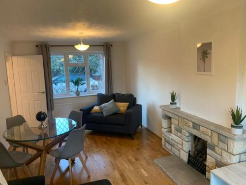 Amazing 5 Bedroom house with free parking