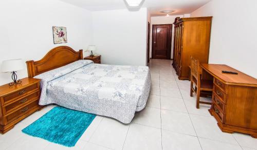 Cama o camas de una habitación en Hotel Restaurante Xaneiro