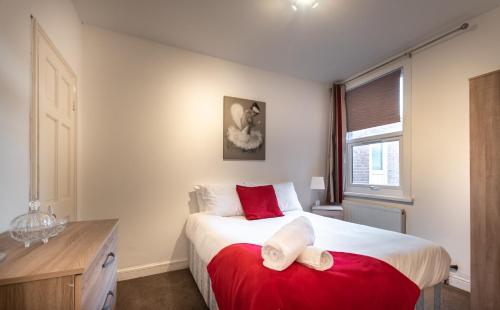 Spacious 3 Bedroom House Close to City Centre