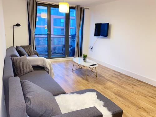 City Centre Arcadian Apartment With Balcony - Contractor friendly
