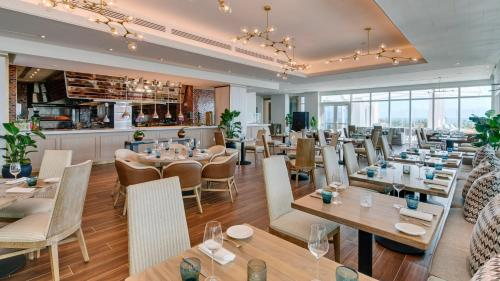 A restaurant or other place to eat at Carillon Miami Wellness Resort