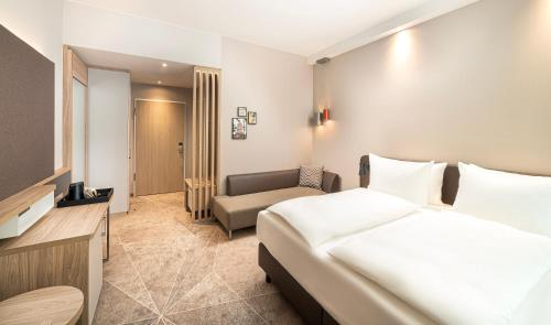 A bed or beds in a room at Holiday Inn - Mannheim City - Hauptbahnhof