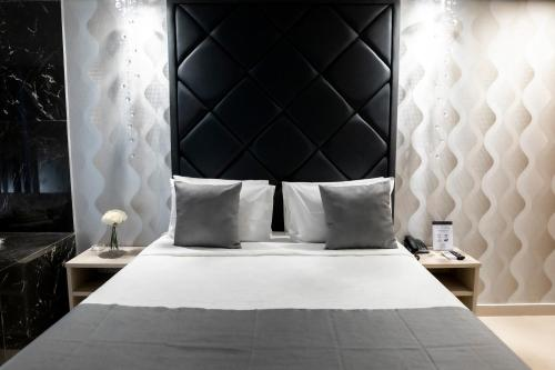 A bed or beds in a room at Cancún Hotel by H Hotéis - Airport