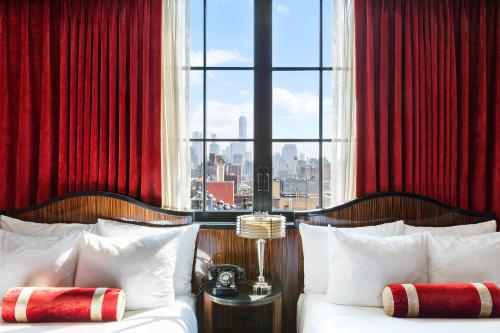 A bed or beds in a room at Walker Hotel Greenwich Village