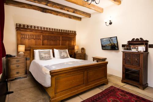 A bed or beds in a room at The Stables at Crossbutts