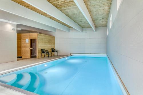 The swimming pool at or near Brit Hotel Bristol Montbéliard Centre