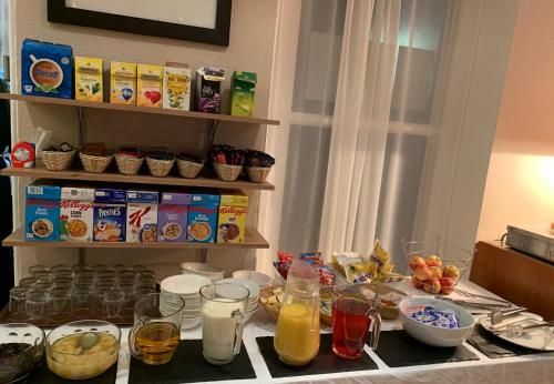Breakfast options available to guests at Four Seasons Budget