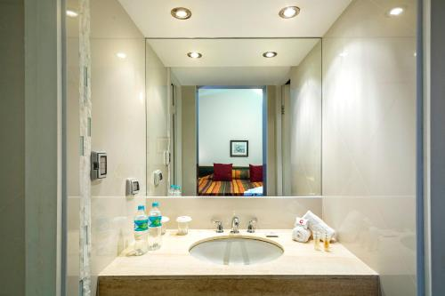 A bathroom at Club Hotel Centro de Convenciones Cusco