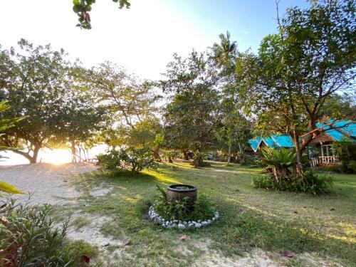 Сад в Bangbaobeach Resort