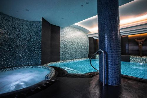 The swimming pool at or near Quay West Suites Melbourne