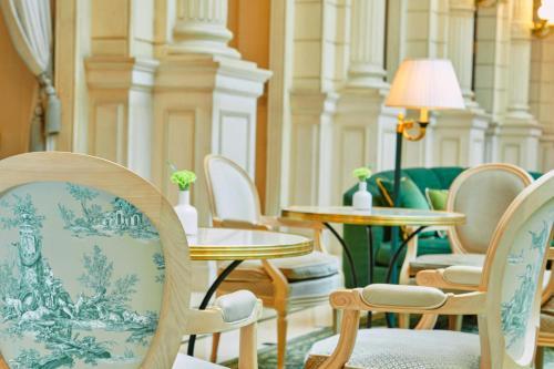 O lounge ou bar de InterContinental Paris Le Grand, an IHG Hotel