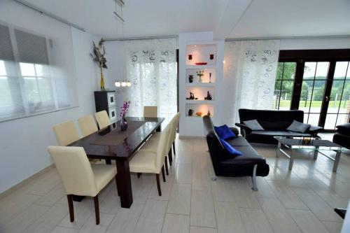 A seating area at Dom wigierski 1