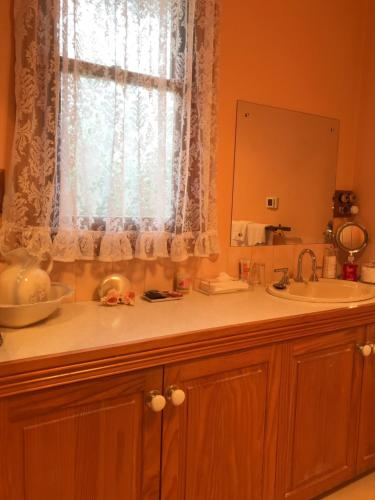 A kitchen or kitchenette at Stony Rise Cottage B&B