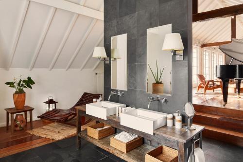 Uma área de estar em Santa Teresa Hotel RJ - MGallery