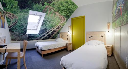 A bed or beds in a room at Hôtel Graffalgar