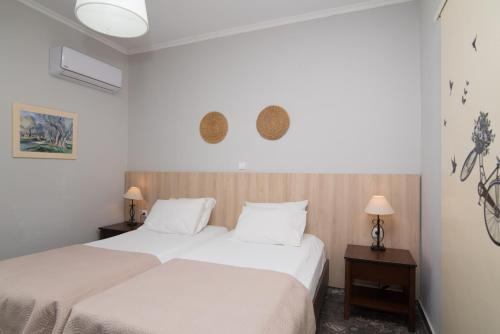 A bed or beds in a room at Tsolakis Studios & Apartments
