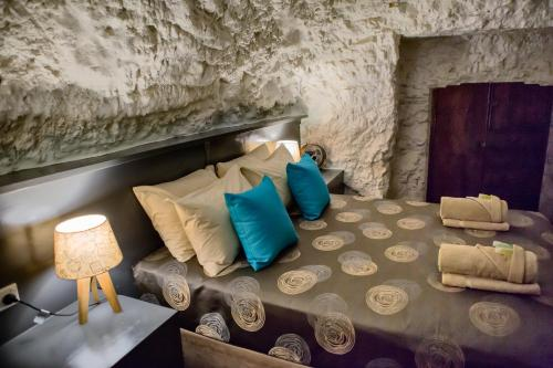 A bed or beds in a room at White Cliffs Underground