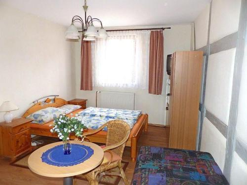 Ein Bett oder Betten in einem Zimmer der Unterkunft Pension Torgau - Zimmer 9