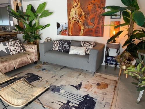 A seating area at Inspirational Apartment