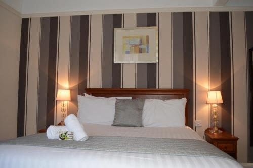 A bed or beds in a room at Best Western Stoke on Trent City Centre Hotel
