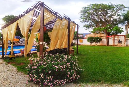 Jardín al aire libre en Chalés Bela Vista