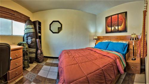 A bed or beds in a room at Ensenada Backpackers