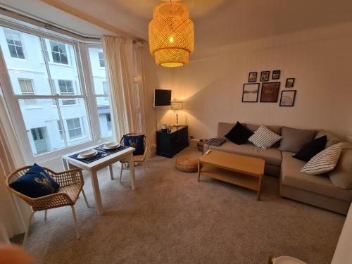 Centrally located, comfortable apartment near Station, Beach and North Laines