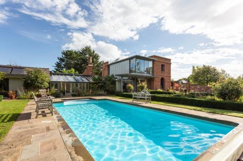 Langley Villa Sleeps 14 with Pool