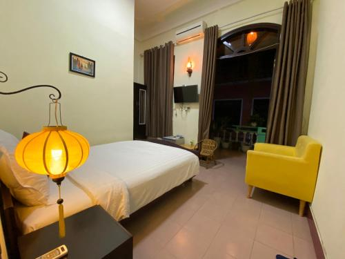 A bed or beds in a room at Sala Homestay Hue