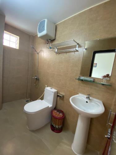 A bathroom at Sala Homestay Hue