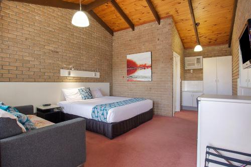 A bed or beds in a room at Goldfields Motel