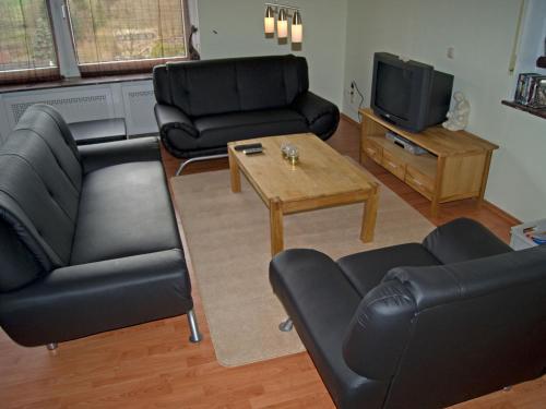 Ein Sitzbereich in der Unterkunft Pretty Apartment in Gerolstein Germany with Large Verandah
