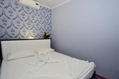 A bed or beds in a room at Огонь