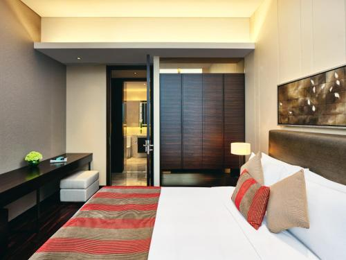 A bed or beds in a room at InterContinental Residences Chengdu City Center