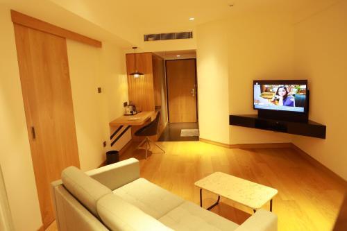 Телевизор и/или развлекательный центр в Malabar Palace